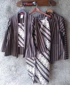 New fashion outfits indian women ideas Batik Kebaya, Kebaya Dress, Blouse Batik, Batik Dress, Batik Couple, Batik Fashion, Modern Vintage Fashion, Muslim Fashion, Indian Fashion
