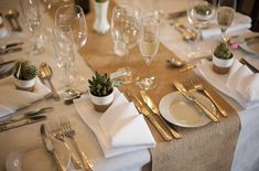 How amazing is this hessian table runner captured at The Crown and Thistle – it's a simple and cost effective way to transform a plain white table cloth.