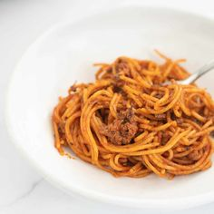 spaghetti bolognese in a white bowl with fork Healthy Pasta Recipes, Healthy Pastas, Healthy Family Dinners, Kids Meals, Healthy Kids, Healthy Snacks, Vegetable Lasagne, Dinner Ideas, Dinner Recipes