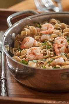 Pasta w/ Shrimp & Basil + Chardonnay. Basil & garlic sauce comes together faster than u can cook your pasta - bonus! Thanks, Lou! Fish Recipes, Seafood Recipes, Pasta Recipes, Great Recipes, Cooking Recipes, Healthy Recipes, Shrimp Dishes, Shrimp Pasta, Pasta Dishes
