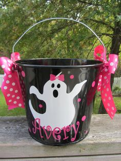 Love 2015 Halloween bucket Personalized 2015 Halloween bucket so much. And 2015 Halloween bucket Personalized 2015 Halloween bucket has been recommended by 60 girls. Find more inspiring Decor items about purple, black, brown, green. Halloween Vinyl, Halloween Buckets, Halloween Projects, Fall Halloween, Halloween Birthday, Happy Halloween, Vinyl Crafts, Vinyl Projects, Holiday Crafts