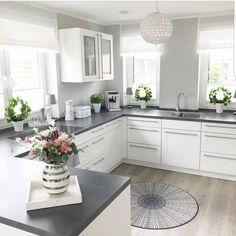 White and grey kitchen ? White and grey kitchen ? Grey Kitchen Designs, Interior Design Kitchen, Home Interior, Home Design, Modern Design, Instagram Design, White Kitchen Cabinets, Kitchen White, Decorating Kitchen