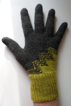 Ravelry: Deco Gloves pattern by Dagmar Mora Knit Mittens, Knitted Gloves, Knitting Socks, Hand Knitting, Knitting Patterns, Crochet Gloves Pattern, Knit Crochet, Wrist Warmers, Hand Warmers