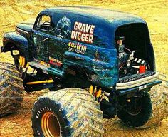 the original FORD Grave Digger. Jacked Up Trucks, Ford Pickup Trucks, 4x4 Trucks, Diesel Trucks, Cool Trucks, Monster Truck Madness, Big Monster Trucks, Monster Mud, 4x4 Van