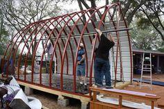 ¿Estas buscando la pequeña casa de tus sueños? ¿No tienes mucho presupuesto? ¡Te presentamos la cabaña arco!