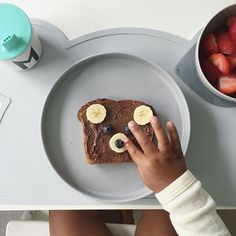 Saturday breakfast 🐻🙌🏻 And yes there are tiny Nutella fingerprints all over the house 🍂 #saturday #weekend #yum #designlifekids