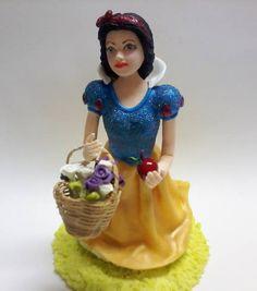 Topo de Bolo Branca de Neve !  Todo em Biscuit !  Vestido com aplicação de Purpurina Azul !  - Junto ao topo de bolo vai uma vela de aniversário ! R$ 97,00