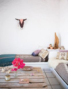 Boho Chic Home With Mexican Decor Touches - DigsDigs Bohemian Interior, Home Interior, Bohemian Decor, Bohemian Apartment, Boho Chic, Modern Bohemian, Bohemian Style, Ethnic Style, Vintage Bohemian