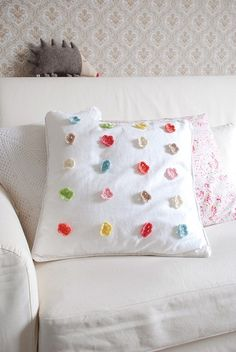 This is an easy and creative DIY idea fromyvestownon Flickr.  Simple white pillow with colourful crocheted flowers.