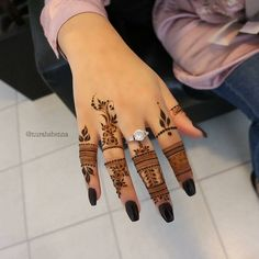 Explore latest Mehndi Designs images in 2019 on Happy Shappy. Mehendi design is also known as the heena design or henna patterns worldwide. We are here with the best mehndi designs images from worldwide. Henna Hand Designs, Eid Mehndi Designs, Finger Mehendi Designs, Modern Henna Designs, Stylish Mehndi Designs, Arabic Henna Designs, Mehndi Designs For Fingers, Mehndi Designs For Girls, Latest Mehndi Designs