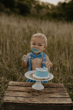 Natasha Ashley is a wedding photographer based in Ohio and Kentucky. Boy Birthday Pictures, First Birthday Photos, Baby Pictures, Baby Boy 1st Birthday Party, 1st Birthday Cake Smash, Outdoor Cake Smash, Bebe 1 An, First Birthday Photography, 1st Birthday Photoshoot