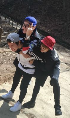 Eita Taehyung , Jimin e J-hope juntos 😝😕
