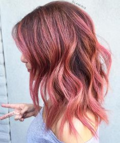 The Rose Gold Hair Color Had Been Up-And-Comming For The Spring 2019 Hair Season, However This Season Features A Rose Gold Balayage. Balayage Is. Gold Hair Colors, Hair Color Pink, Hair Color And Cut, Cabelo Rose Gold, Balayage Hair Rose, Rose Gold Balayage Brunettes, Red Balayage, Rose Gold Hair, Dyed Hair