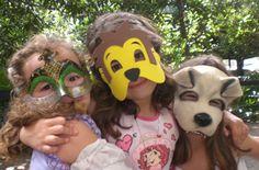 """Zoorreal - Tatu bola em família é uma oficina desenvolvida pela escritora Maria Amália a partir do conhecimento sobre os animais com desenhos, brincadeiras e atividades com música. Para adultos e crianças a partir de 6 anos de idade. A atividade é gratuita e não é necessário fazer inscrição. Sábados, dias 10, 17 e 31...<br /><a class=""""more-link"""" href=""""https://catracalivre.com.br/geral/agenda/barato/zoorreal-ferias-para-a-criancada/"""">Continue lendo »</a>"""
