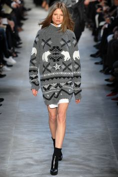 Styling a  Christmas sweater. Vogue Stella McCartney Fall 2007