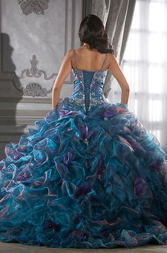 Okay,  you probably already have your dress but this was just to beautiful not to repin! !  Backside view of the peacock wedding dress. Peacock Wedding Dresses, Peacock Dress, Wedding Gowns, Purple Wedding, Quinceanera Dresses, Prom Dresses, Dress Prom, Aqua Dresses, Dresses 2014