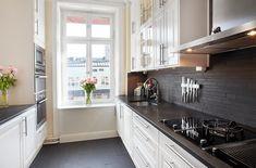 бежевая кухня с темной столешницей - Поиск в Google