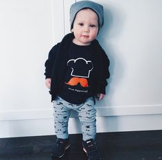 "Totally dig petit Benjamin's hipster look in his #MÔMES ""Jacques"" - Le petit chef tee! He's #toocoolforschool Thanks @jon_beau & @paperplanelaneboutique for letting us share ❤️ #chef#petitchef#US#customer#organiccotton#handcrafted#paperplanelane#hipster"