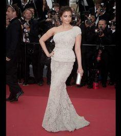 Aishwarya Rai  -  In questa board vi proponiamo alcune foto delle attrici che hanno partecipato al Festival di Cannes. Votate il vostro preferito al seguente indirizzo: http://appuntidimoda.zalando.it/cannes/