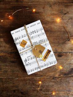 Christmas carol gift wrap / Papermash.