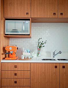 A cozinha é, com certeza, o ambiente que mais exige na limpeza. Mas sabe como você pode ter uma cozinha que dê menos trabalho? Pensando na limpeza na hora da reforma!
