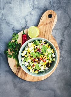 Grilled corn salsa with apple & red chili Side Dishes Easy, Main Dishes, Simple Salads, Corn Salsa, Food Club, Red Chili, Red Apple, Superfoods, Salad Recipes