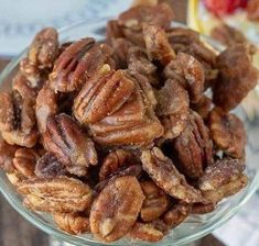 Candied Pecans - igidar Glazed Pecans, Candied Almonds, Country White Bread Recipe, Cinnamon Sugar Pecans, Carrot Spice Cake, Bread Pudding With Apples, Pecan Recipes, Candy Recipes