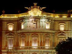 <p>Madrid es una ciudad con muchos lugares enigmáticos, misterios y leyendas. Recorriendo sus calles puedes tropezarte con estos lugares. Uno de ellos es el Palacio de Linares, actual Casa de América, marcadopor unassupuestas psicofonías que en los años 90 recorrieron