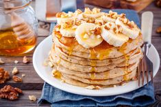 No eggs or dairy needed to make scrumptious pancakes! This recipe uses non-dairy milk and vegan fats to make perfectly airy breakfast pancakes. Pancakes Végétaliens, Sour Cream Pancakes, Banana Oat Pancakes, Banana Oats, Vegan Pancakes, Breakfast Pancakes, Breakfast Recipes, Diabetic Breakfast, Sunday Breakfast