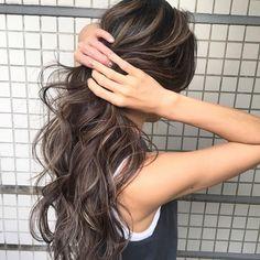 イズミ タカヒロさんはInstagramを利用しています:「・ 明日土曜日は、まだまだ空きがございます。ホットペッパーの枠が埋まっててもご予約お受けできますのでLINEかTELから連絡お待ちしております🔥🔥🔥 ・ 僕がつくるハイライトやグラデーションスタイルは必ずブリーチが必要になります⚠️ ・…」 Dye My Hair, New Hair, Hair Inspo, Hair Inspiration, Medium Hair Styles, Curly Hair Styles, Asian Hair, Balayage Hair, Look Cool