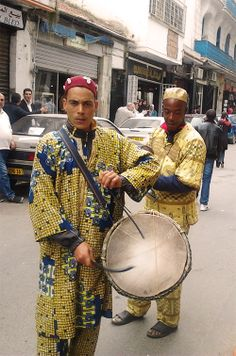 Baba Salem, a traditionnal musicians who plays gnawa music walking around algier's alleys, so cool