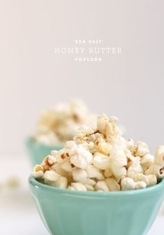 sea salt honey butter popcorn- making this for a snack TONIGHT! Gourmet Popcorn, Popcorn Recipes, Appetizer Recipes, Snack Recipes, Appetizers, Jai Faim, Salt And Honey, Butter Popcorn, Honey Popcorn