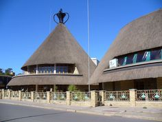 Lesotho-Been to this cool shopping area but part was destroyed in a fire. Village House Design, Village Houses, Thatched House, Thatched Roof, Hello Beautiful, Beautiful World, Amazing Houses, Unique Buildings, Rammed Earth