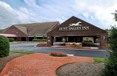 Hunt Valley Inn, a Wyndham Grand Hunt Valley (Maryland) This Hunt Valley hotel offers a pool, tennis courts and an on-site restaurant.  All rooms have a 37-inch LCD TV.  The 19th-century Stone Hall Estate is 1.5 miles away.
