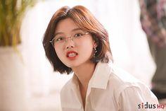 Kim Yoo Jung Fashion, Kim Joo Jung, Medium Hair Styles, Curly Hair Styles, Korean Makeup Look, Shot Hair Styles, Female Character Inspiration, Short Hair Cuts For Women, Korean Actresses
