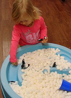 Penguin sand & water table ( packing peanuts) APPROACHES TO LEARNING Invents new activities through play Creates own ideas for play, using imagination and inventing new ways to use everyday materials Sand And Water Table, Sand Table, Sensory Table, Sensory Bins, Winter Fun, Winter Theme, Winter Activities, Preschool Activities, Preschool Centers