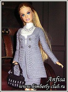 Free Pattern - Business Suit for Barbie-not sure I will ever be able to read the translation for this, lol. Oh well.just in case(Diy Ropa Barbie) Crochet Doll Dress, Crochet Barbie Clothes, Doll Clothes Barbie, Knitted Dolls, Barbie Dress, Barbie Doll, Barbie Clothes Patterns, Clothing Patterns, American Girl