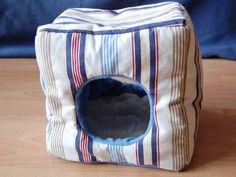 Instructions to make a cube bed for guinea pigs. Is in German but can be translated.