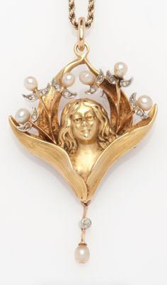 Art Nouveau 18k and pearl pendant, French, c1900 #GoldJewelleryArtNouveau