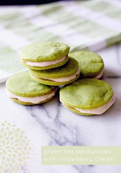 Green Tea Cookie Sandwiches with Strawberry Cream Meeker Meeker Seasonings Green Tea Recipes, Sweet Recipes, Green Tea Cookies, Cookie Crush, Tea Sandwiches, Cookie Sandwiches, Strawberries And Cream, Different Recipes, Just Desserts