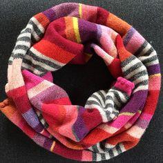 Rødt halstørklæde i 100% supersoft wool