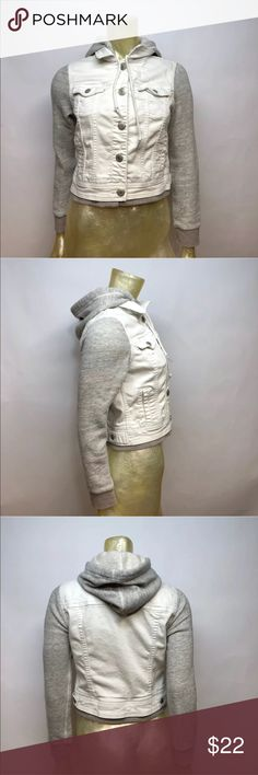 """American Eagle Outfitters White Denim Jacket Posh Thrift Shop  Thanks for stopping by!!!  Item: American Eagle Outfitters Women's White Denim Jacket with Sweater Sleeves Size S  Condition: In good used condition.  Please refer to images for more details about this item. If you have any questions please feel free to ask. All measurements are taken with the item laying and are approximate.   Armpit to Armpit: 18""""  Shoulder to Hem: 18"""" American Eagle Outfitters Jackets & Coats Jean Jackets"""