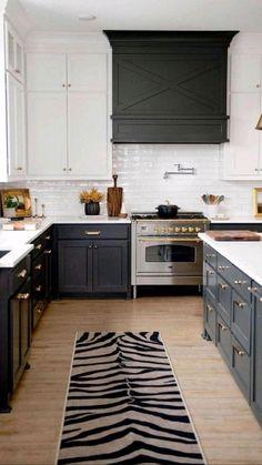 Kitchen Pantry Design, Kitchen Redo, Home Decor Kitchen, Interior Design Kitchen, Kitchen Remodel, Kitchen Ideas, Kitchen Styling, Black Kitchen Island, Black Kitchen Cabinets