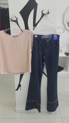 Jeans flare, mais uma vez vem com tudo! e as blusas de crepe, para compor o look,  fica elegante e sofisticado