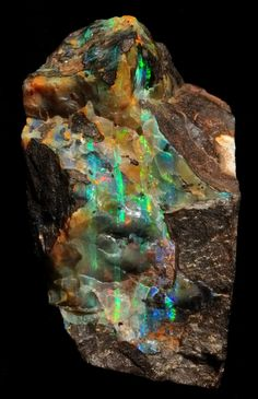 Some sort of opal, possibly bolder opal