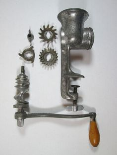 Universal No. 2 Meat Grinder Made in USA Vintage Antique Cast Iron Hand Crank