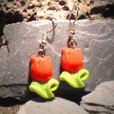 Ohrringe und Ohrstecker im Onlineshop - Verrückte Ohrringe und Schmuck Welt  - Ohrringe Tulpe Blume rot Modeschmuck handgefertigt aus Sculpey Edelstahl Hänger Neuware