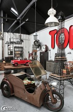 I'll take one of everything! the next time your in Versailles: Brocante spécialisée dans le style atelier et industriel 'Metal and Woods'