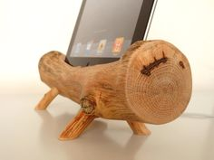 iPad dock / charging station - wooden sculpture - handmade from wood - compatible for and more! Sweet little thing for the outdoorsie type who also like technology. Ipad Kitchen Stand, Wooden Ipad Stand, Cook Book Stand, Ipad Holder, Ipad Accessories, Cleaning Wood, Fancy Houses, Wooden Projects, Ipad Mini 2
