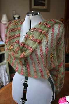 Very simple free pattern for a beautiful shawl / wrap!